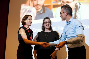The_English_UK_Teachers_Conference_2015_14_Fiona_Wattam_accepts_award_Fiona_Barker_and_Simon_Borg